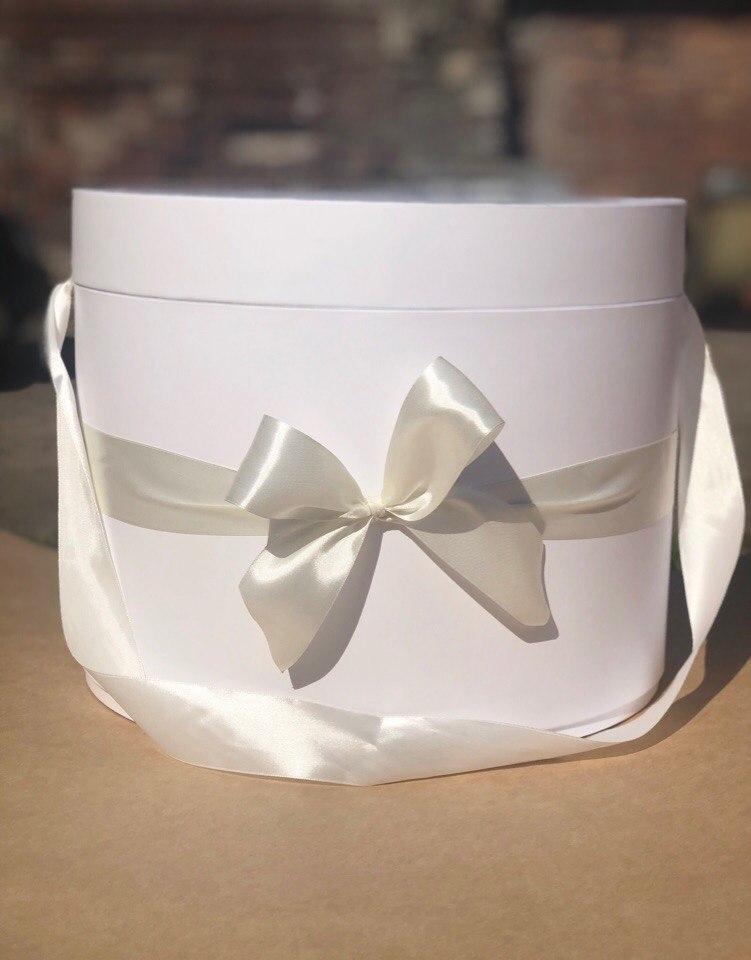 Шляпная коробка 32 см Цвет: Белый . Розница 700 рублей .