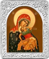 Взыграние младенца. Маленькая икона Божьей Матери в серебряной раме.