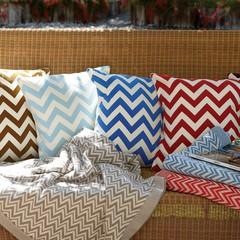 Элитная подушка декоративная Chevron синяя от Casual Avenue