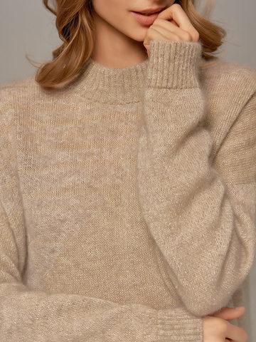 Женский удлиненный джемпер бежевого цвета - фото 2
