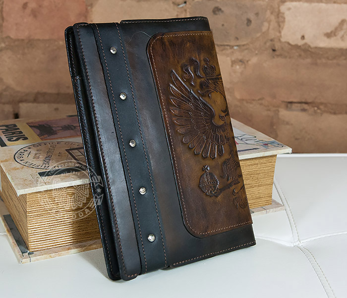 BC120-2 Мужской подарочный ежедневник ручной работы с гербом на обложке фото 03