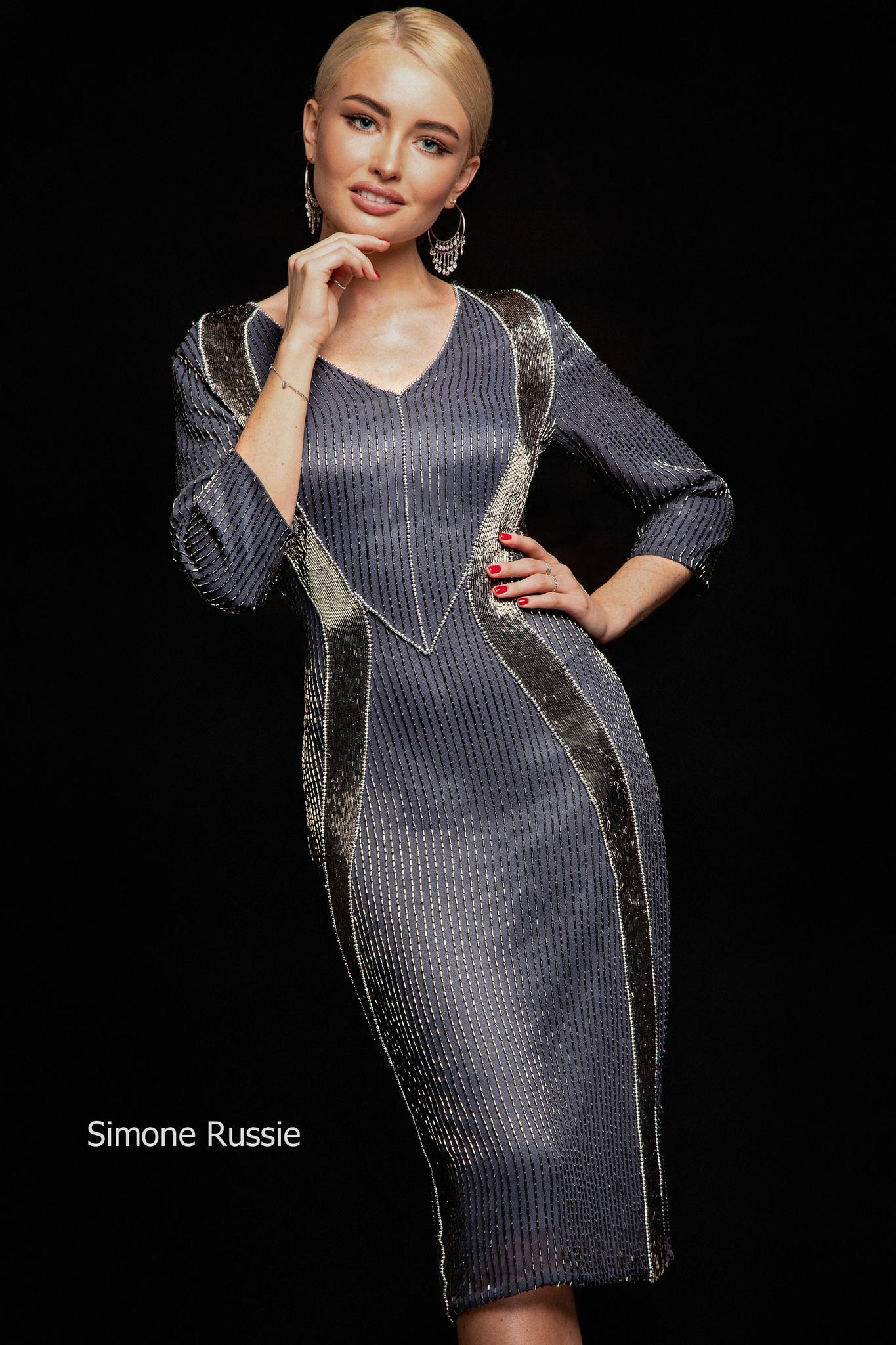 Simone Russie SR1940 Силуэтное платье средней длины в цвете платина