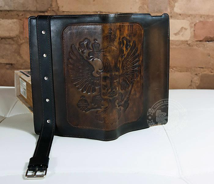 BC120-2 Мужской подарочный кожаный ежедневник ручной работы с гербом (А5) фото 07