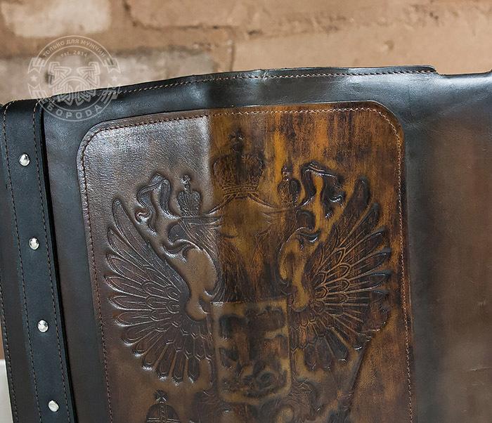 BC120-2 Мужской подарочный ежедневник ручной работы с гербом на обложке фото 08