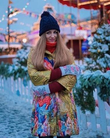 travel-блогер Ксения в пальто