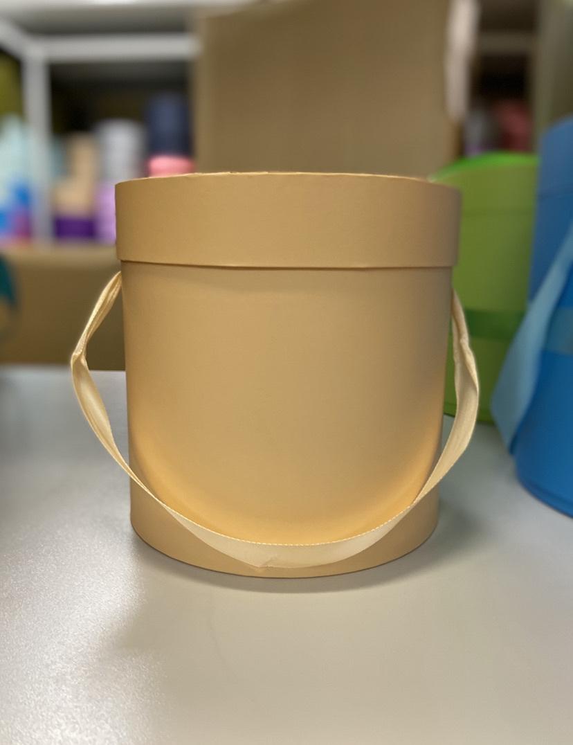 Шляпная коробка эконом вариант 20 см Цвет: Персиковый  . Розница 350 рублей .