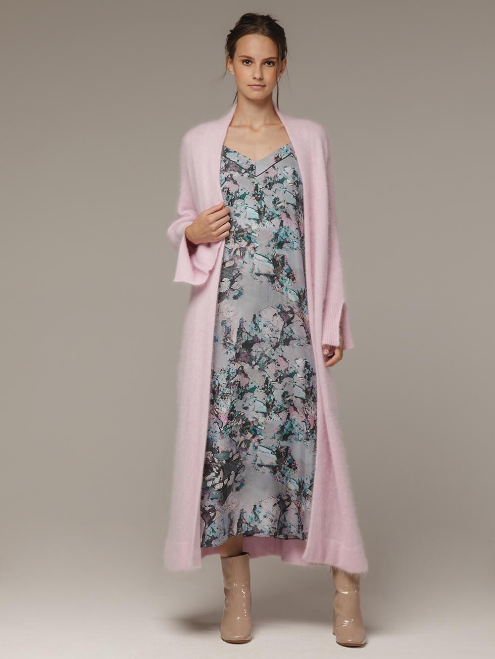 Женский удлиненный розовый жакет с карманами - фото 1