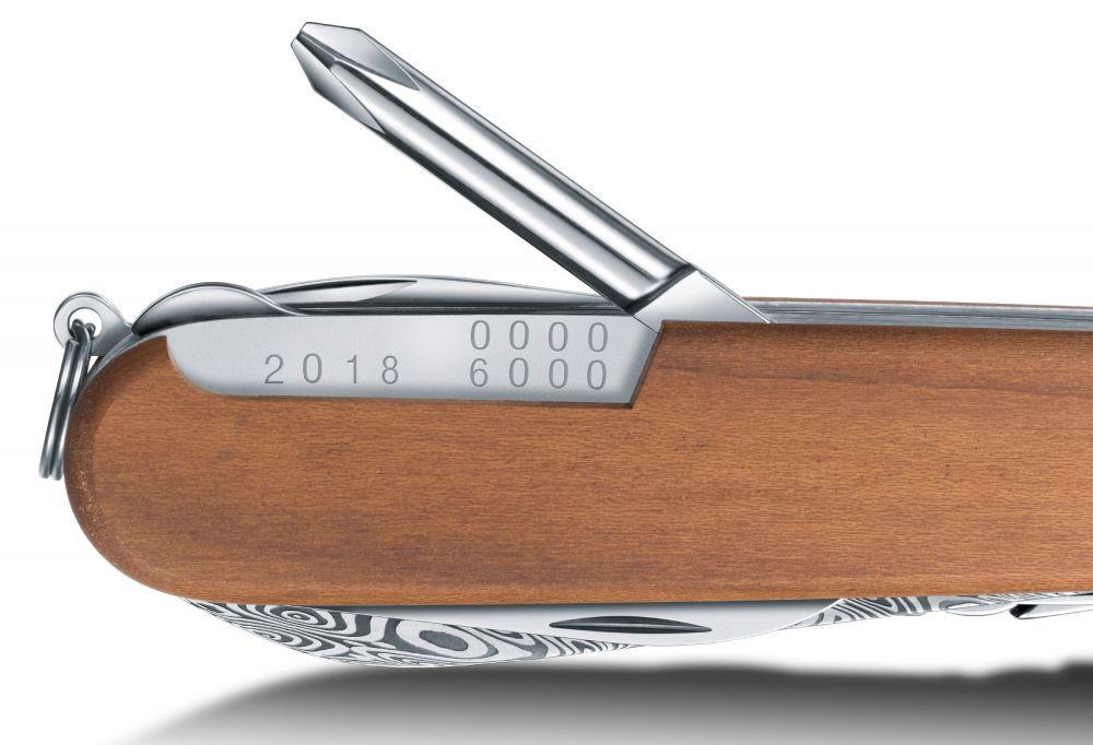 Нож Victorinox Damast LE, 91 мм, 15 функций, дерево (подарочная упаковка)