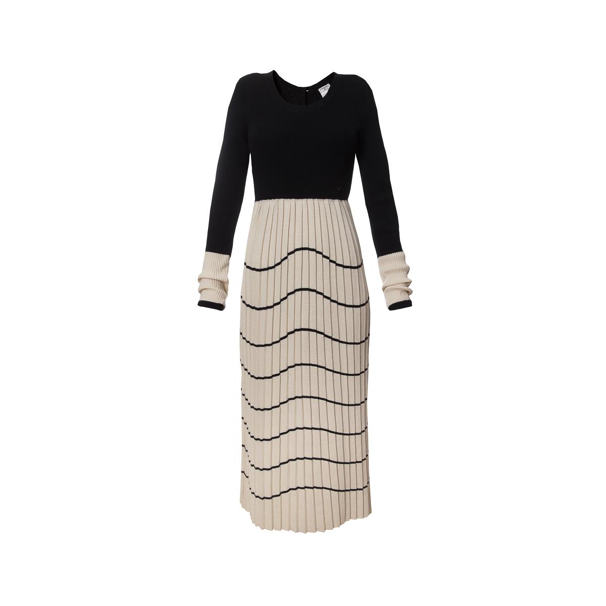 Длинное платье из трикотажа от Chanel, 38 размер.