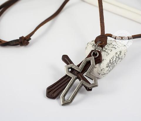 PL262 Подвеска с крестами из кожи и металла на кожаном шнурке