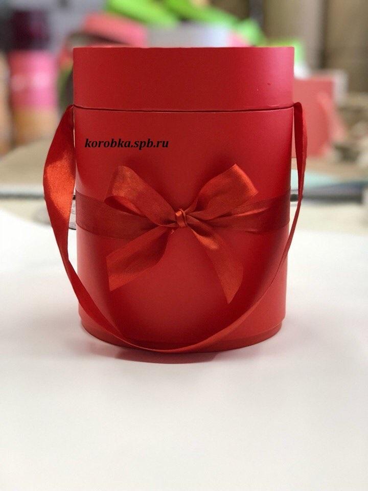 Шляпная коробка D 16 см .Цвет: красный. Розница 400 рублей.