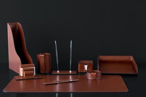 НА фото настольный набор руководителя 70119 9 предметов кожа LUX Full Grain цвет
