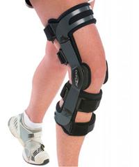 Легкий 4-точечный жесткий низкопрофильный ортез для разгрузки и коррекции вальгусно/варусной установки коленного сустава Oa аdjuster DonJoy