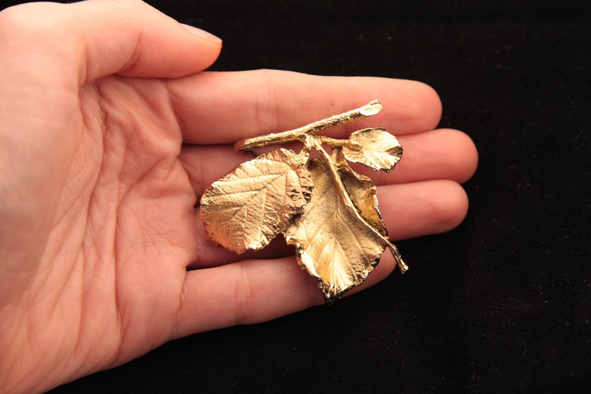 Утонченная серебряная брошь «Листочки» от Napier