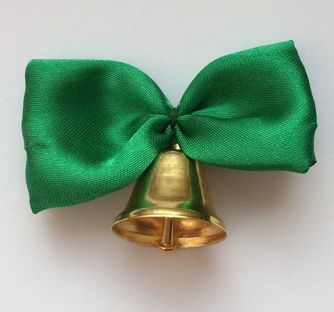 Колокольчик с зеленой лентой