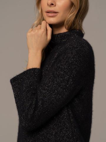 Женский удлиненный джемпер темного-синего цвета с разрезом - фото 3