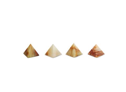Пирамида из оникса малая (3,5х3,5х4 см). Интернет магазин чая