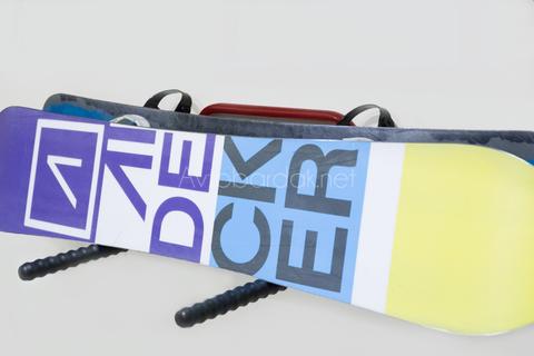Кронштейн для хранения сноубордов и лыж (крепится к стене)