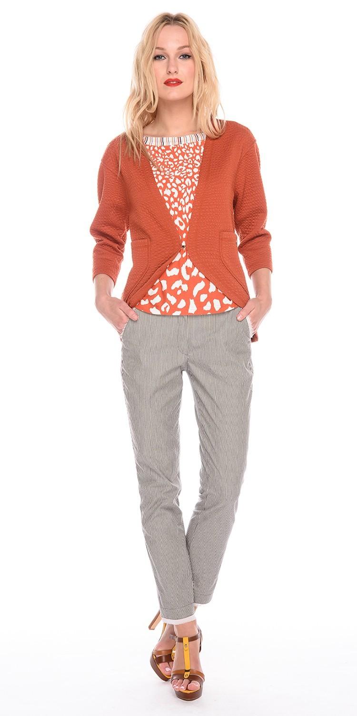 Жакет Д524-467 - Жакет с рукавами 3/4 и застежкой на один крючок. Прекрасно подходит для прохладной летней погоды. Отлично сочетается с брюками, юбками, джинсами, скрывая возможные несовершенства фигуры.
