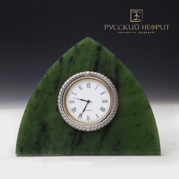 Часы в стиле К.Фаберже из нефрита.