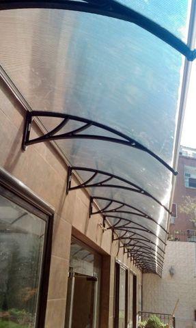 прозрачные козырьки с поликарбонатом над террасой