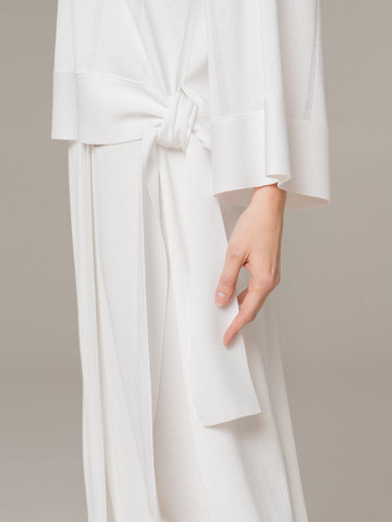 Женский свободный джемпер белого цвета - фото 4