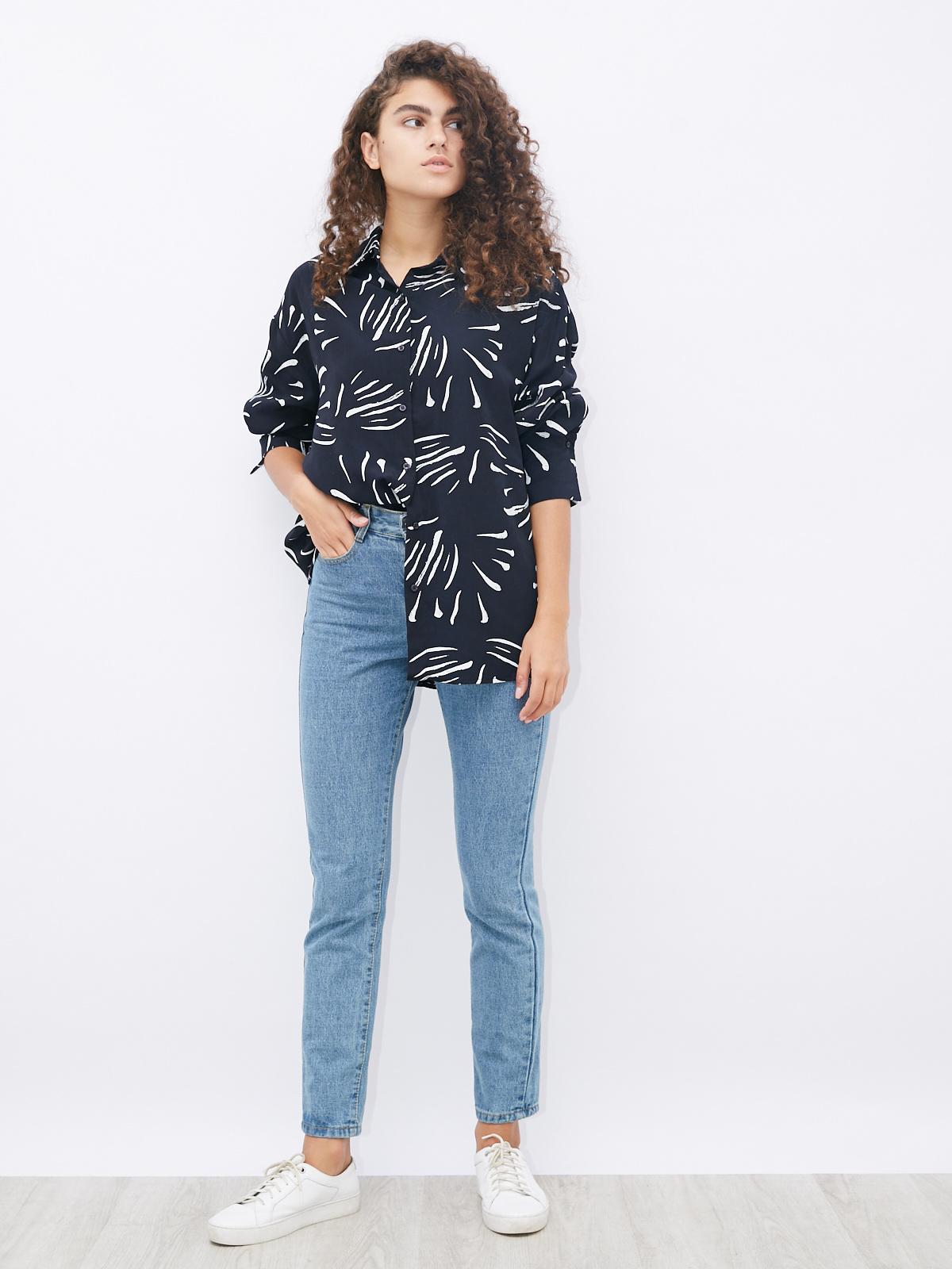 Блуза с абстрактным рисунком и широким манжетом