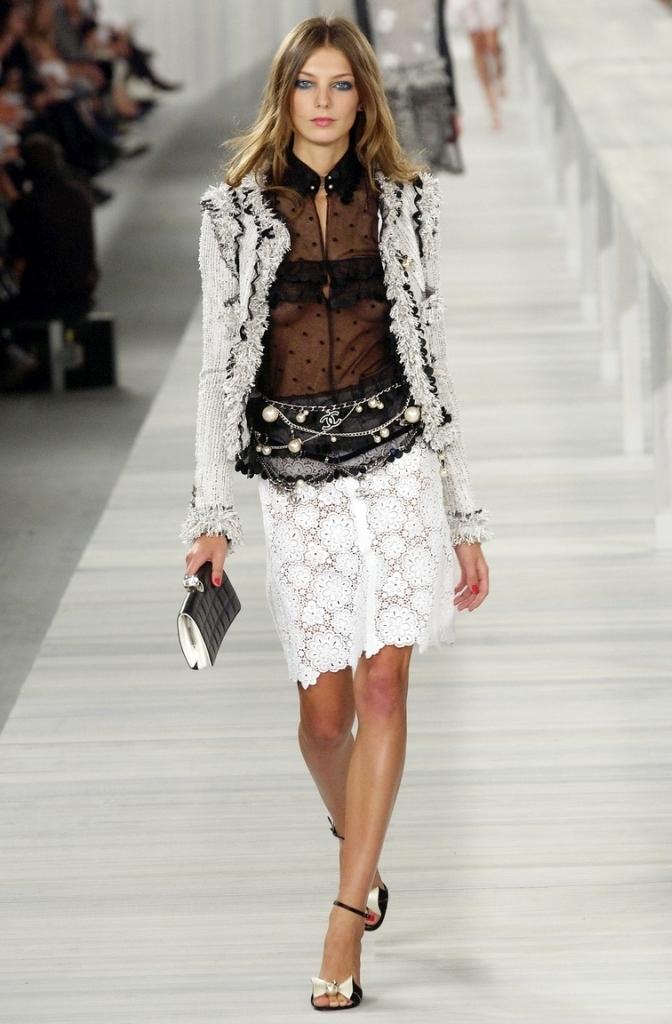 Красивая кружевная юбка от Chanel, 36,42 размеров.
