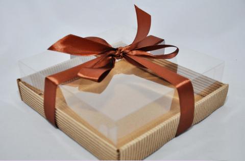 Коробка с пластиковым верхом 18,3*18,3*6 см