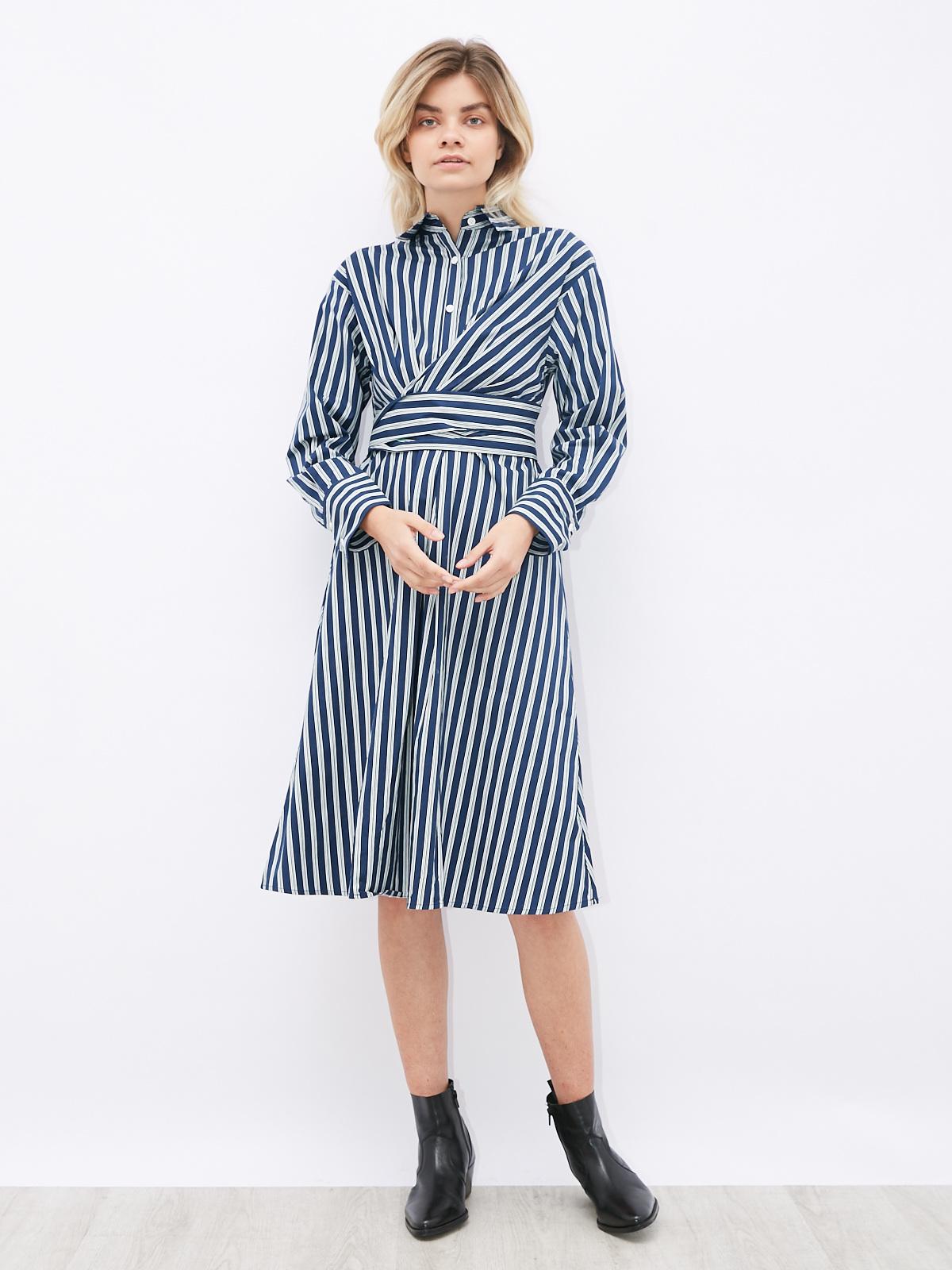 Платье в полоску с защипами на поясе и рубашечным воротом