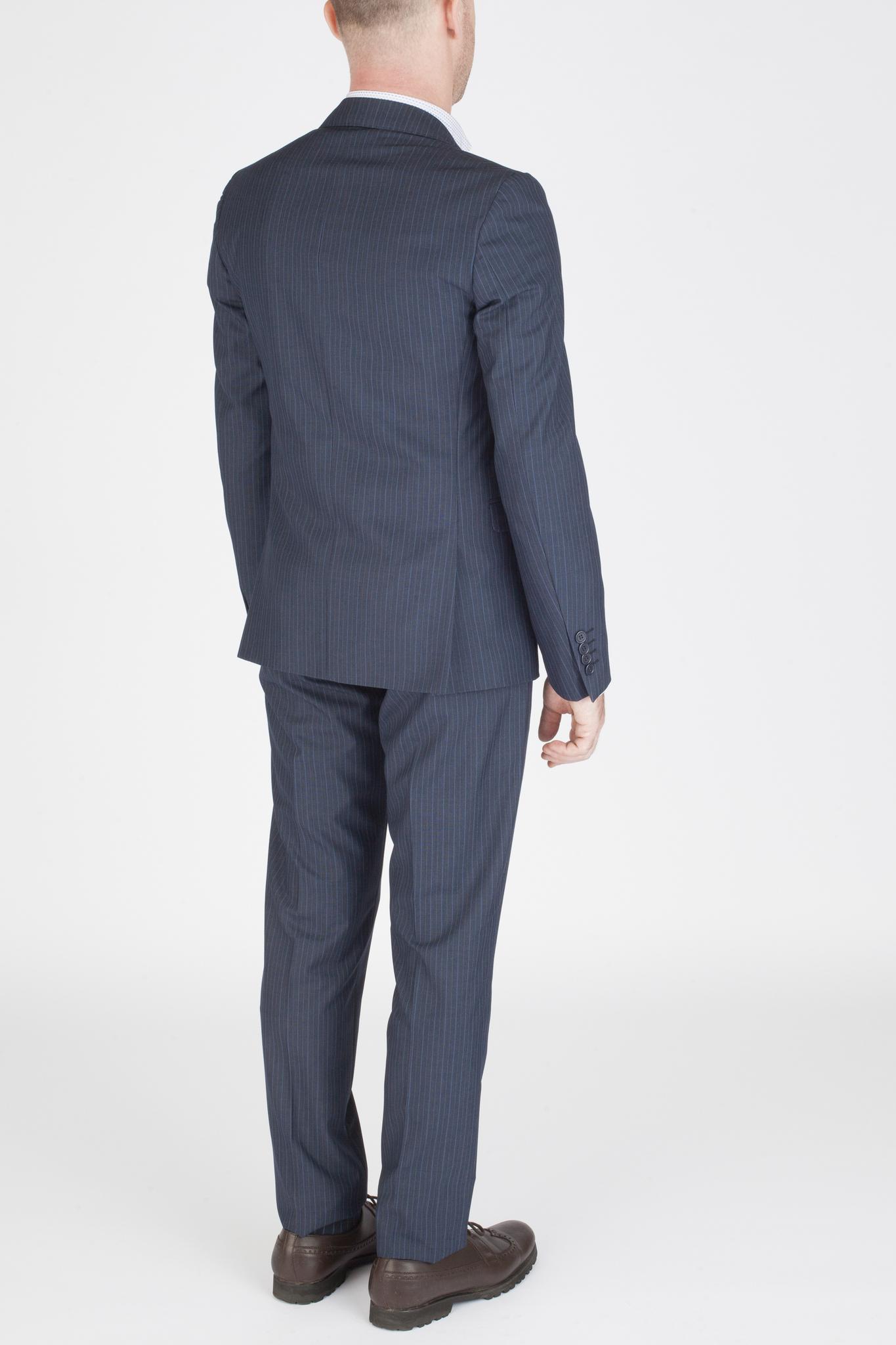 Тёмно-синий костюм в тонкую полоску из 100%-ной шерсти