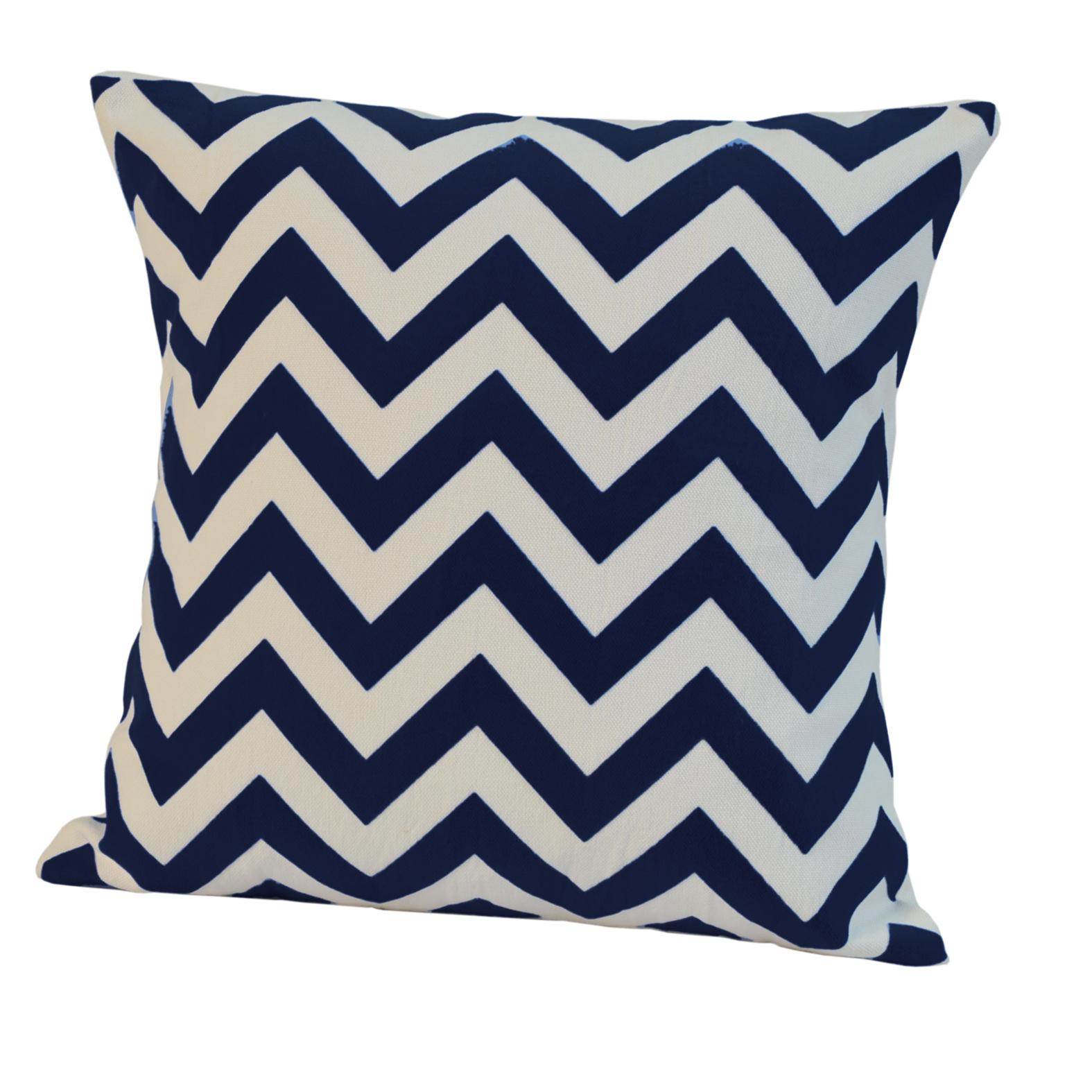 Элитная подушка декоративная Chevron темно-синяя от Casual Avenue