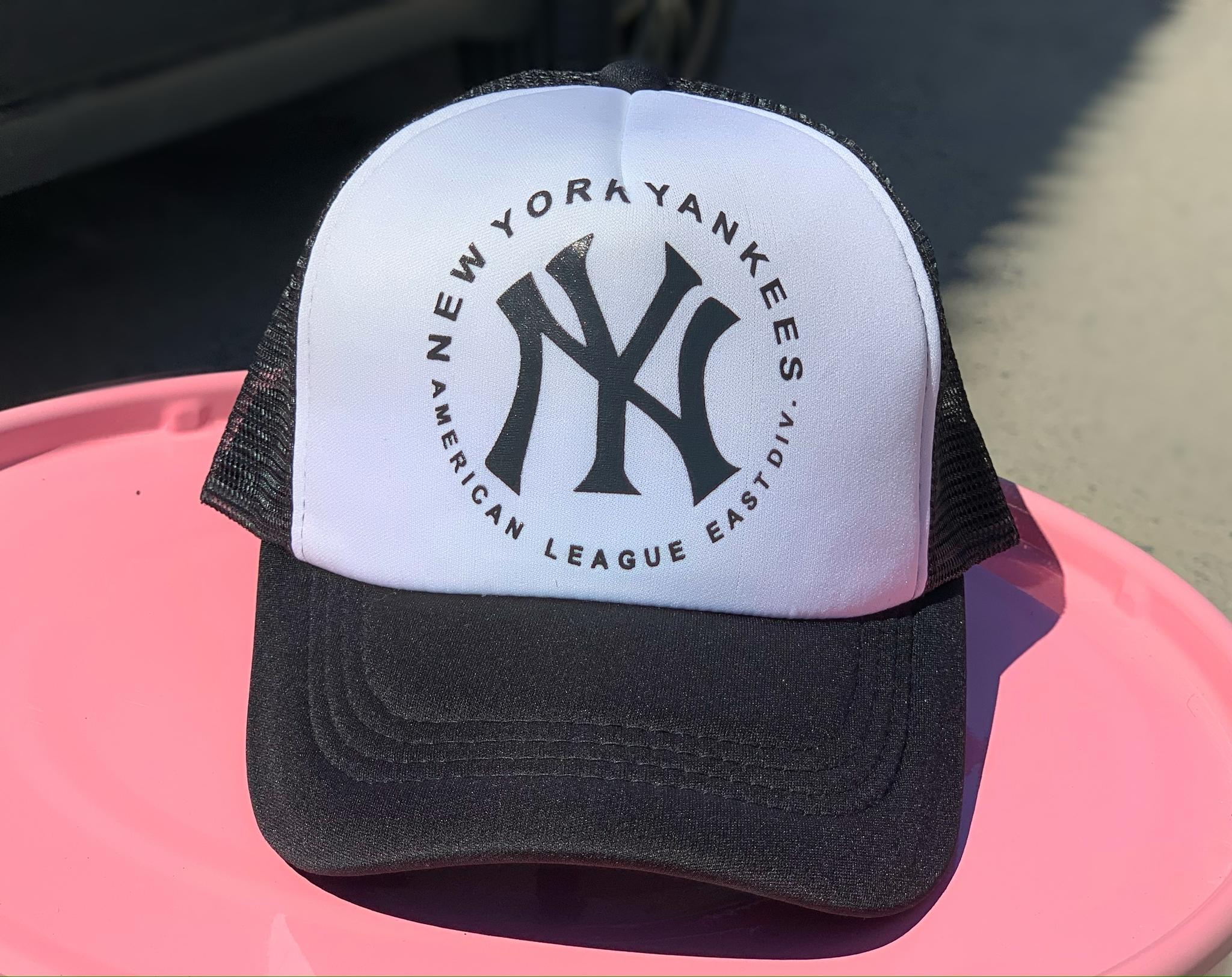 Бейсболка с сеткой NY, белый с чёрным