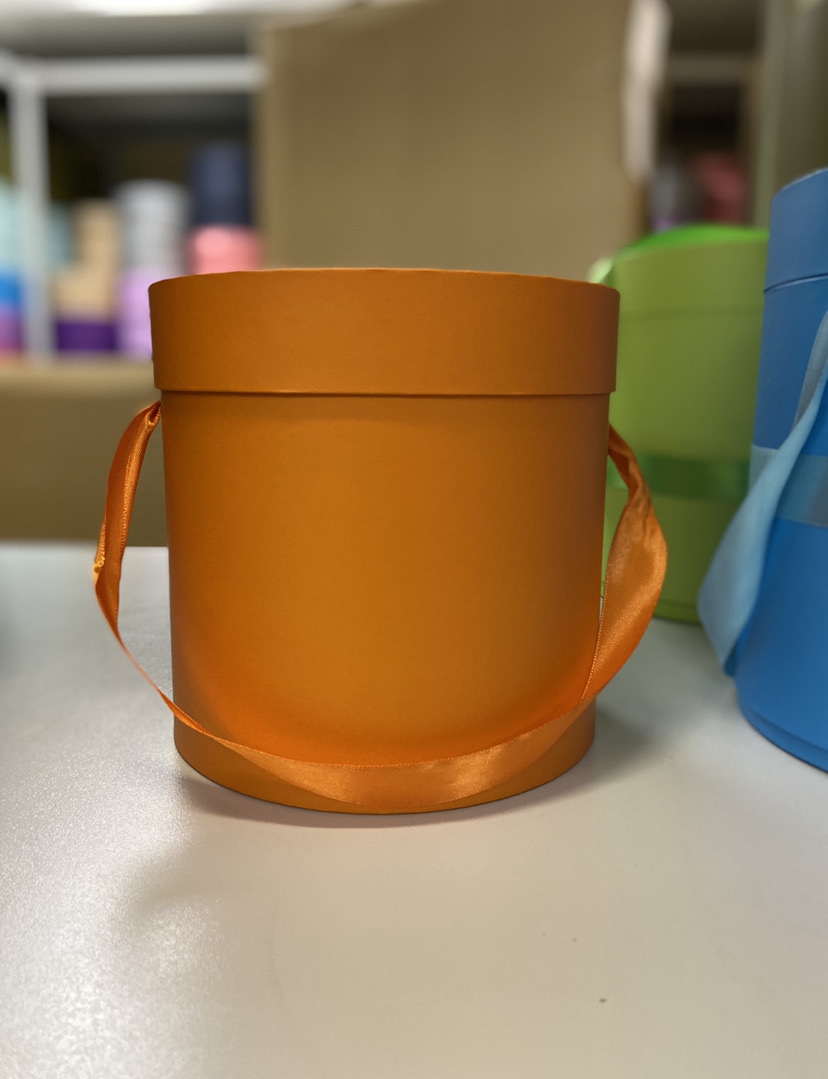 Шляпная коробка эконом вариант 20 см Цвет: Оранжевый  . Розница 350 рублей .