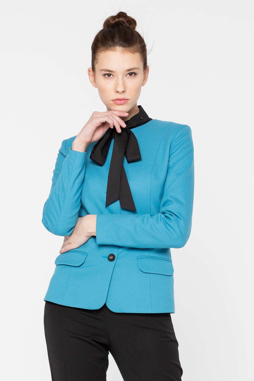 Жакет Д572-193 - Жакет неожиданного для делового гардероба бирюзового цвета станет ярким акцентом офисного образа. Модель с карманами-обманками превосходно садится по фигуре благодаря наличию в составе ткани эластана. Жакет – идеальный напарник различных брюк и юбок.
