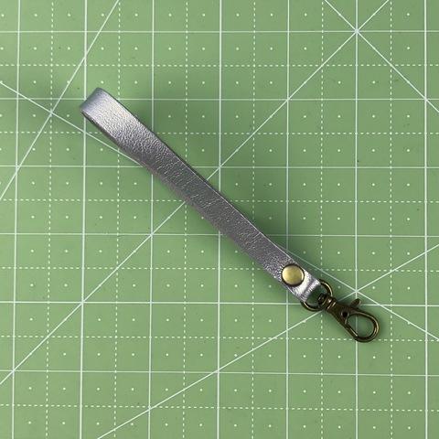 Ремешок-петля с карабином 14 см. (Серебристый)