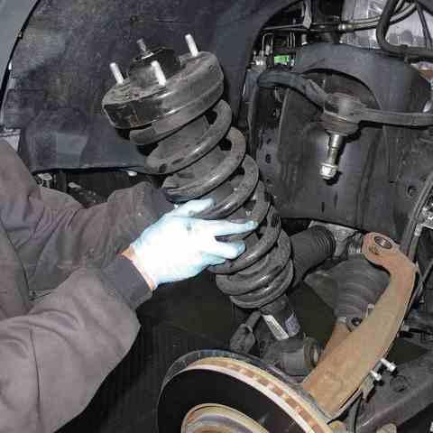 Замена передних пружин Mitsubishi Pajero Sport
