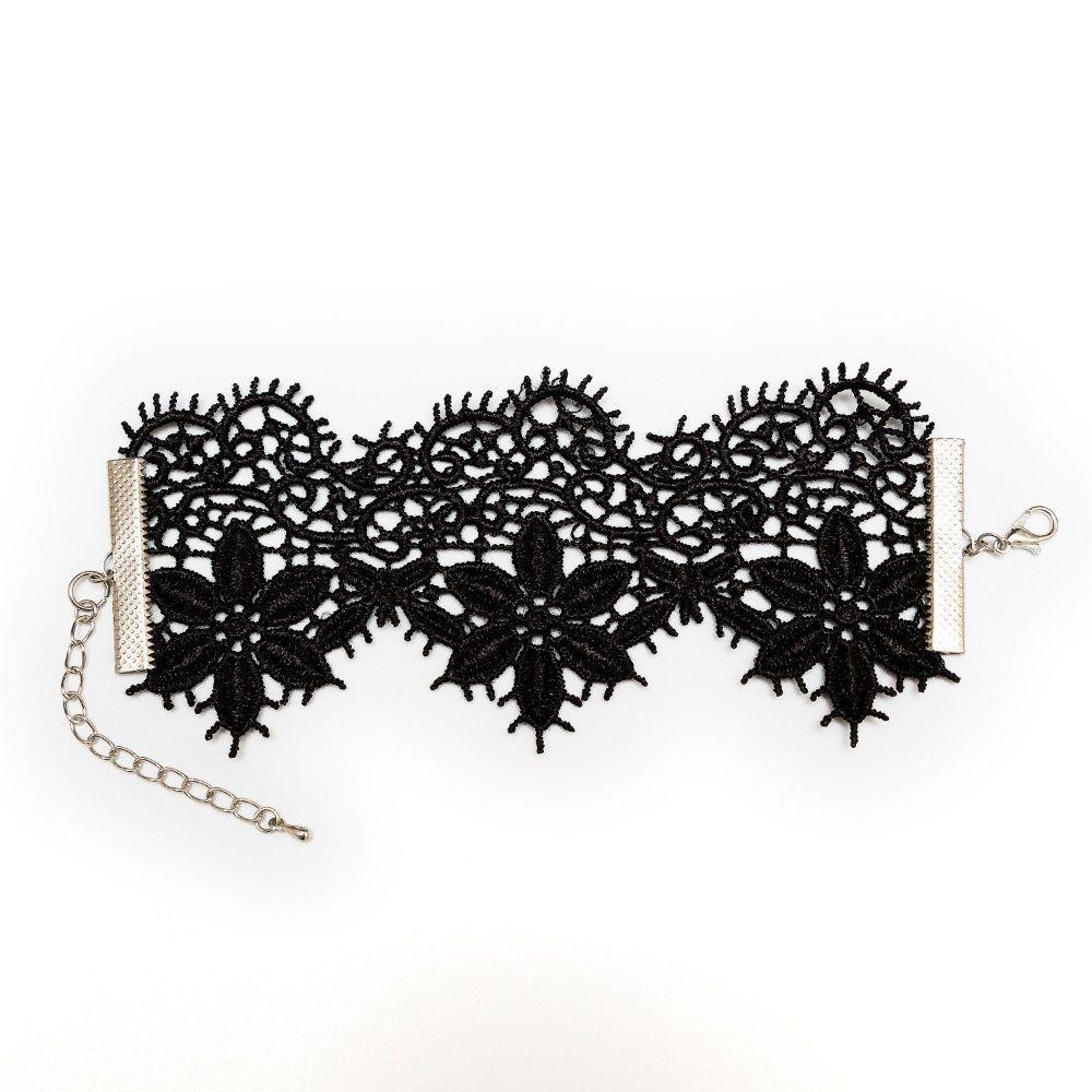 Перчатки и аксессуары: Кружевной браслет Albori с цветочными мотивами