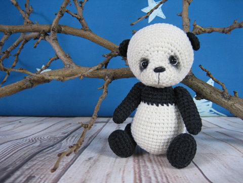 Вязаная кроха - панда
