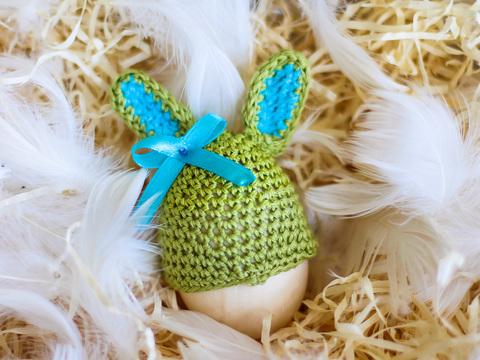 Великодній декор. Шапочка на крашанки - Кролик оливковий з бірюзовими вставками.