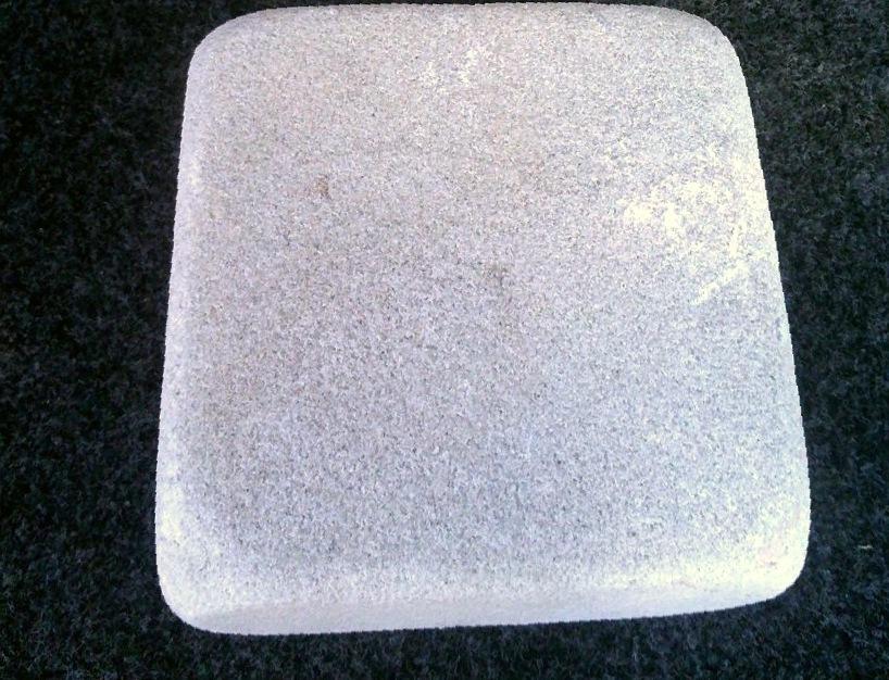 Брусчатка песчаник пилено-галтованный Жемчуг образец