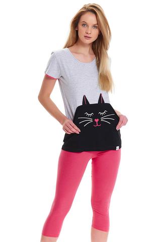 Серая футболка с котом и бриджи розового цвета