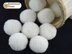 Помпоны из пряжи 3 см белые