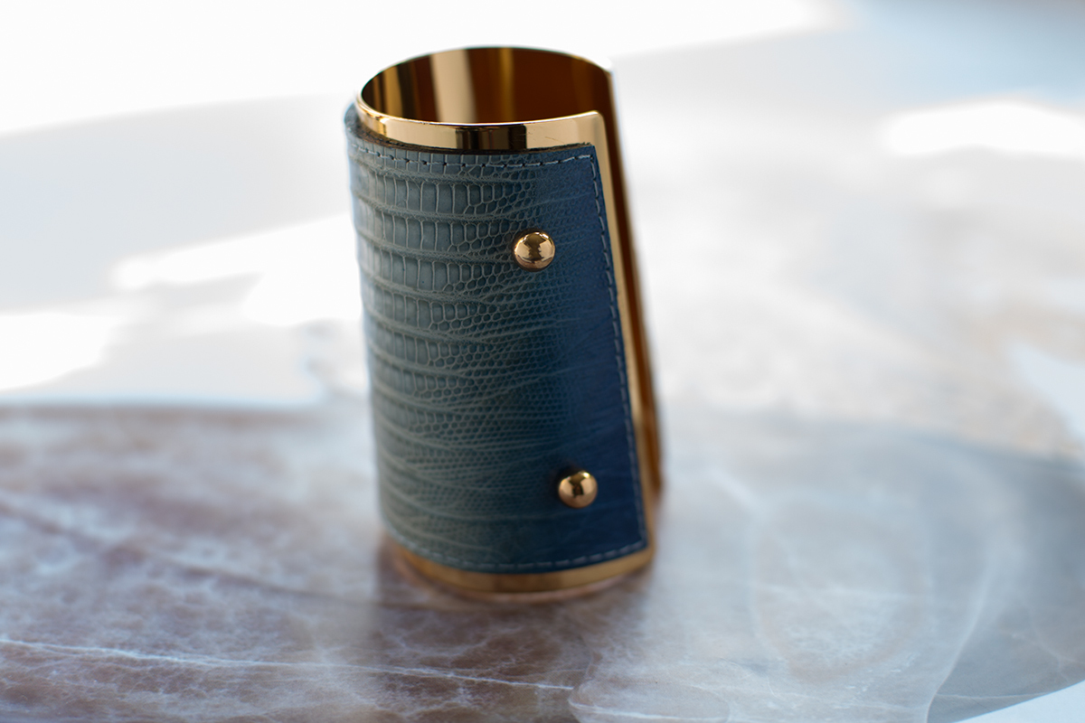 Стильный браслет-кафф от YSL.