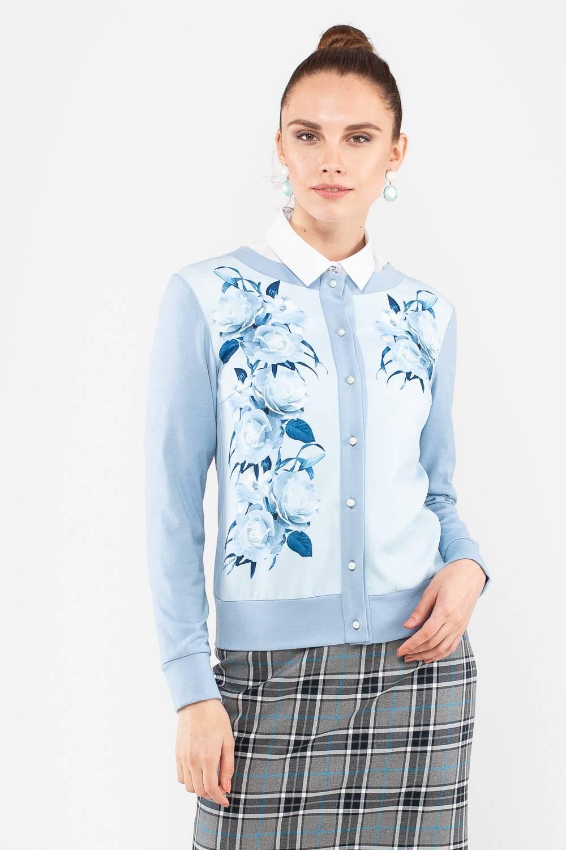 Жакет Д574-692 - Сама элегантность! Жакет с застёжкой на аккуратные пуговицы выполнен в нежном оттенке голубого цвета и украшен очаровательным цветочным рисунком. Модель составит комплект и базовым футболкам, и классическим блузам. Качественная смесовая ткань дарит комфортную носку и продлевает срок жизни жакета.