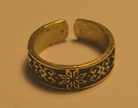 Красивое необычное кольцо с узором