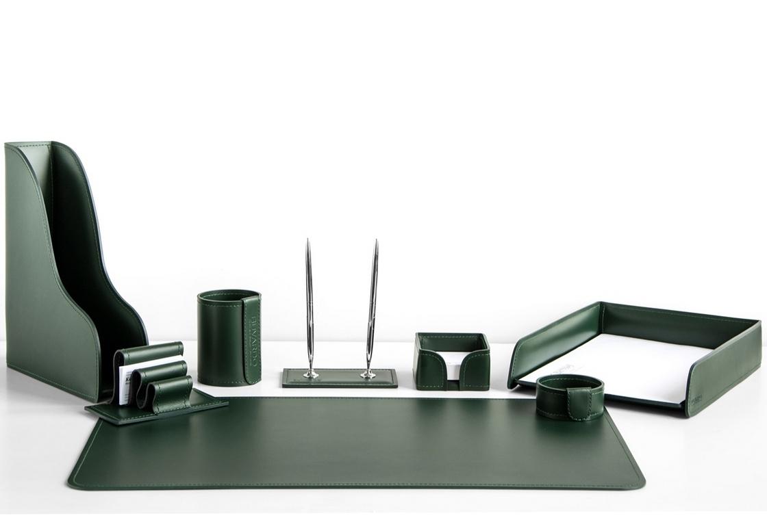 На фото набор на стол руководителя арт.1644-СТ-8  предметов зеленая кожа Cuoietto.