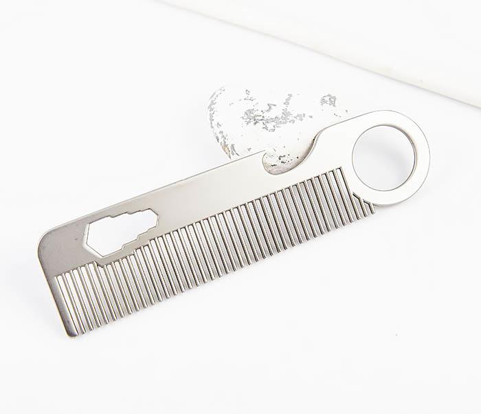 RAZ483 Мужская металлическая расческа с «открывашкой» фото 05