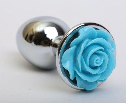 Серебристая анальная пробка с голубой розочкой - 7,6 см.