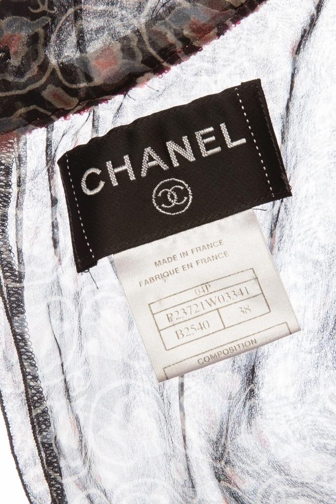 Красивый шелковый топ от Chanel, 38 размер.